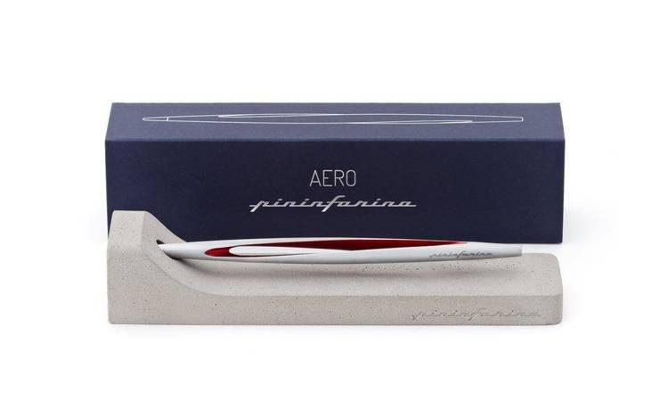 PININFARINA Segno Ethergraf® Aero z czerwonymi dodatkami